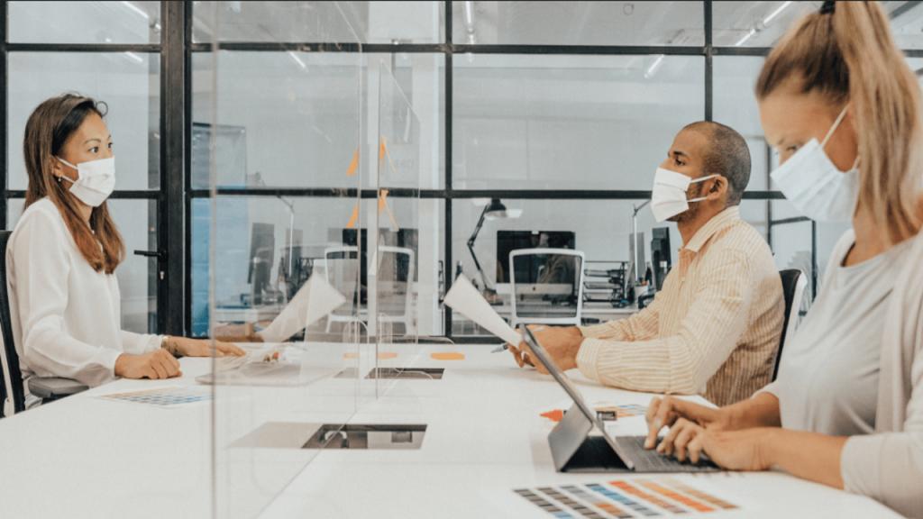 Systemy maskowania dźwiękiem zapewniają wydajność pracy i komfort w miejscu pracy.